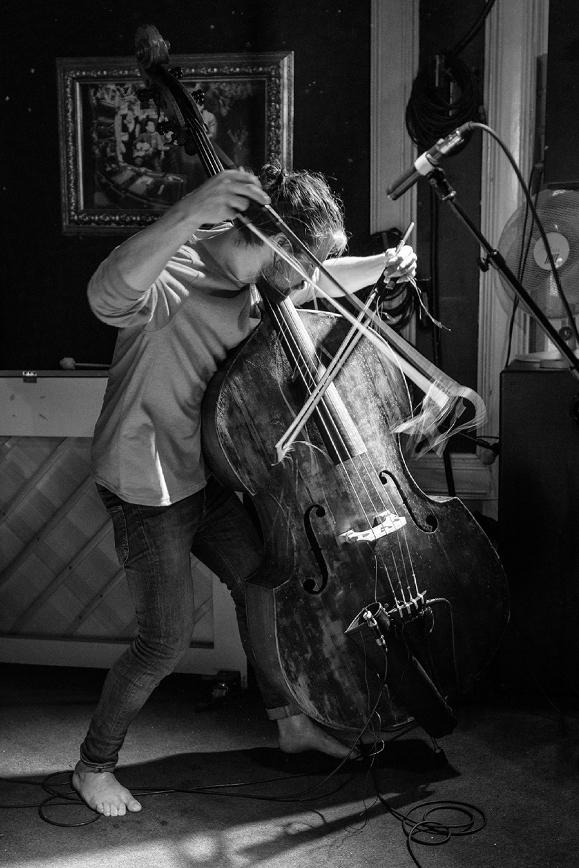 Knyst!:  Kasper Varnes: saxofon;  Christian Meaas Svendsen: bass;  Andreas Wildhagen: slagverk