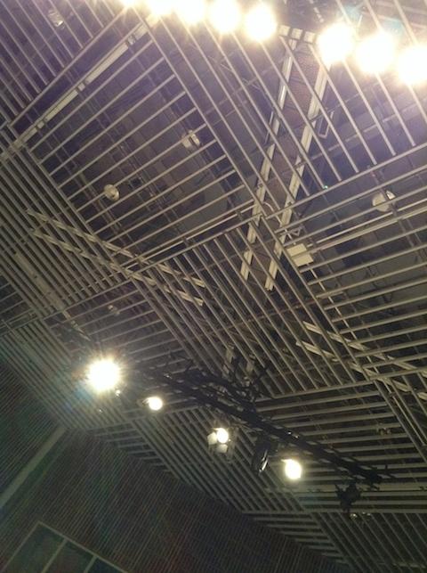 多次元ホール